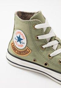 Converse - CHUCK TAYLOR ALL STAR POCKET - Sneakers alte - street sage/khaki - 2