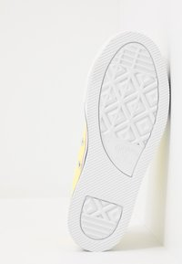 Converse - CHUCK TAYLOR ALL STAR PLATFORM EVA - Sneakers laag - zinc yellow/white - 5