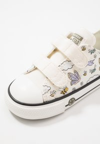 Converse - CHUCK TAYLOR ALL STAR - Sneakers - vintage white/moonstone violet - 2