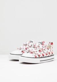 Converse - CHUCK TAYLOR ALL STAR - Zapatillas - white/garnet - 3