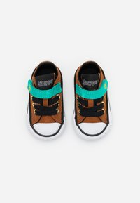 Converse - CHUCK TAYLOR SCOOBY - Sneakersy niskie - brown/black/white - 3