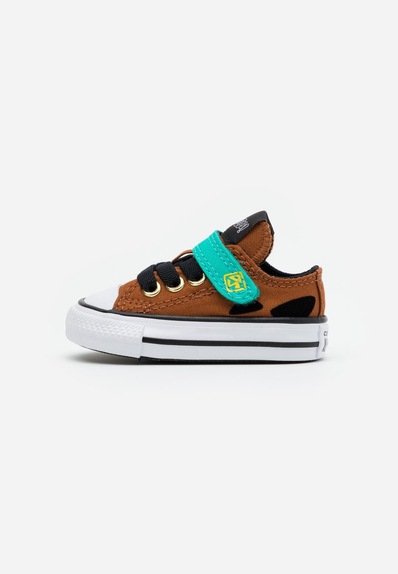 Converse - CHUCK TAYLOR SCOOBY - Sneakersy niskie - brown/black/white