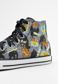 Converse - CHUCK TAYLOR SCOOBY MYSTERY MACHINE - Vysoké tenisky - almost black/white/multicolor