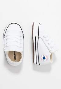 Converse - CHUCK TAYLOR ALL STAR CRIBSTER MID - Chaussons pour bébé - white/natural ivory - 0