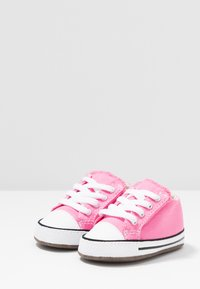 Converse - CHUCK TAYLOR ALL STAR CRIBSTER MID - Chaussons pour bébé - pink/natural ivory/white - 3