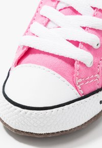 Converse - CHUCK TAYLOR ALL STAR CRIBSTER MID - Chaussons pour bébé - pink/natural ivory/white - 2