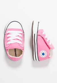Converse - CHUCK TAYLOR ALL STAR CRIBSTER MID - Chaussons pour bébé - pink/natural ivory/white - 0