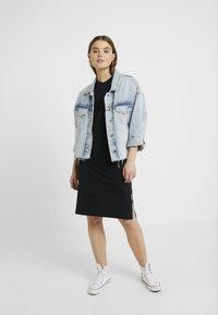 Converse - LONG TEE DRESS - Vestito di maglina - black - 2