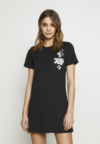 Converse - WOMENS LEFT CHEST ICON REMIX TEE DRESS - Jerseykjole - black - 5