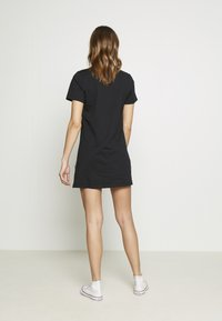 Converse - WOMENS LEFT CHEST ICON REMIX TEE DRESS - Jerseykjole - black - 6