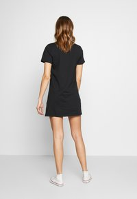 Converse - WOMENS LEFT CHEST ICON REMIX TEE DRESS - Jerseykjole - black - 3