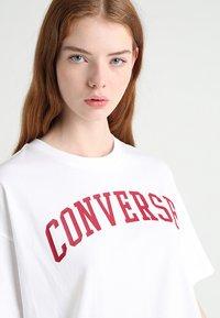 Converse - ICON REMIX BOXY TEE - Triko spotiskem - white - 3