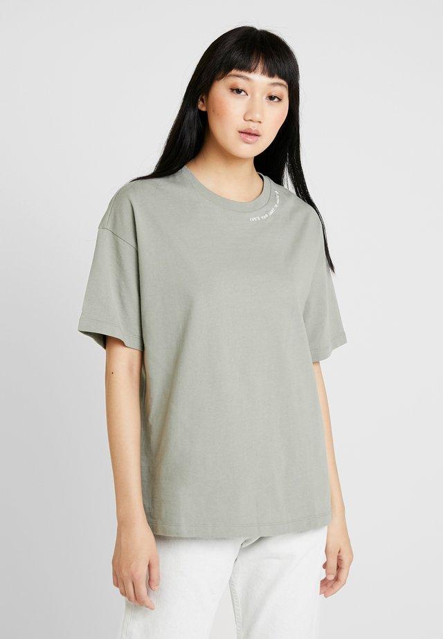CONVERSE RENEW TEE - T-shirts - jade stone