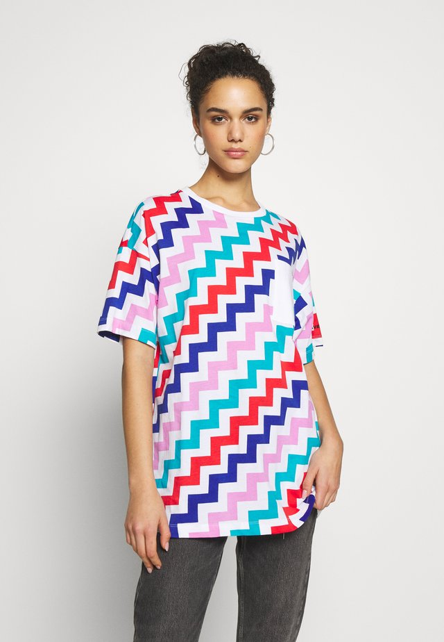 OVERSIZED POCKET T-SHIRT - Print T-shirt - multi-coloured