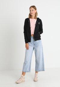 Converse - STAR CHEVRON HOODIE - Zip-up hoodie - black - 1