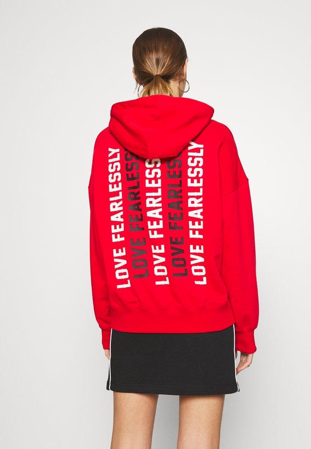 WOMENS LOVE THE PROGRESS HOODIE - Hoodie - university red