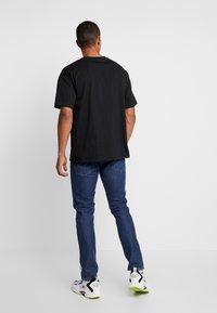 Converse - CHEVRON  OVERSIZE TEE - Basic T-shirt - black - 2