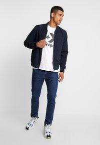 Converse - STAR CHEVRON TEE - Camiseta estampada - white - 1