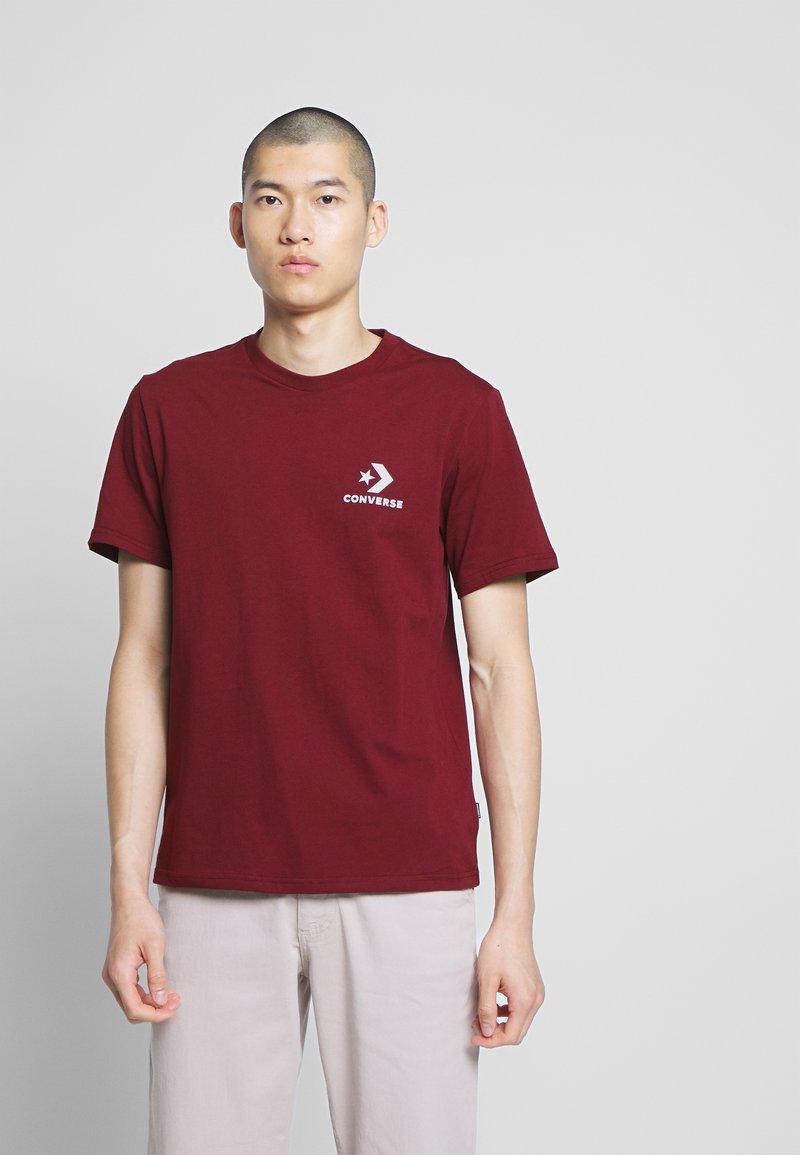 Converse - LEFT CHEST STAR CHEVRON TEE - T-shirt con stampa - dark burgundy