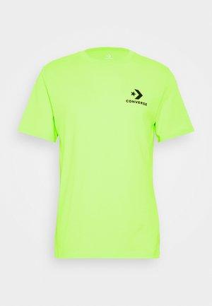LEFT CHEST STAR CHEVRON TEE - T-shirt con stampa - lemongrass