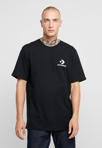 Converse - LEFT CHEST STAR CHEVRON TEE - T-shirt con stampa - converse black - 0