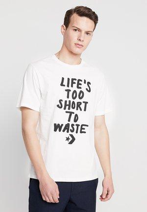 RENEW TEE - Camiseta estampada - egret
