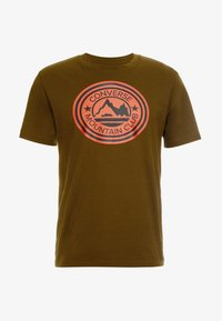 Converse - MOUNTAIN CLUB PATCH GRAPHIC SHORT SLEEVE - T-shirts med print - surplus olive - 3