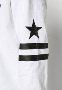 Converse - TWISTED VARSITY LONG SLEEVE TEE - Long sleeved top - white - 4