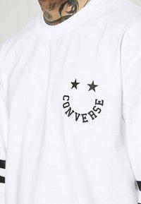 Converse - TWISTED VARSITY LONG SLEEVE TEE - Long sleeved top - white - 6