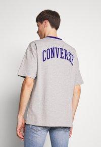 Converse - ALL STAR OVERSIZED SHORT SLEEVE TEE - Printtipaita - mottled light grey - 0