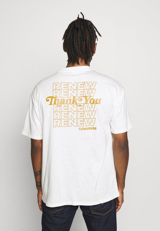 RENEW GRAPHIC TEE - Print T-shirt - egret