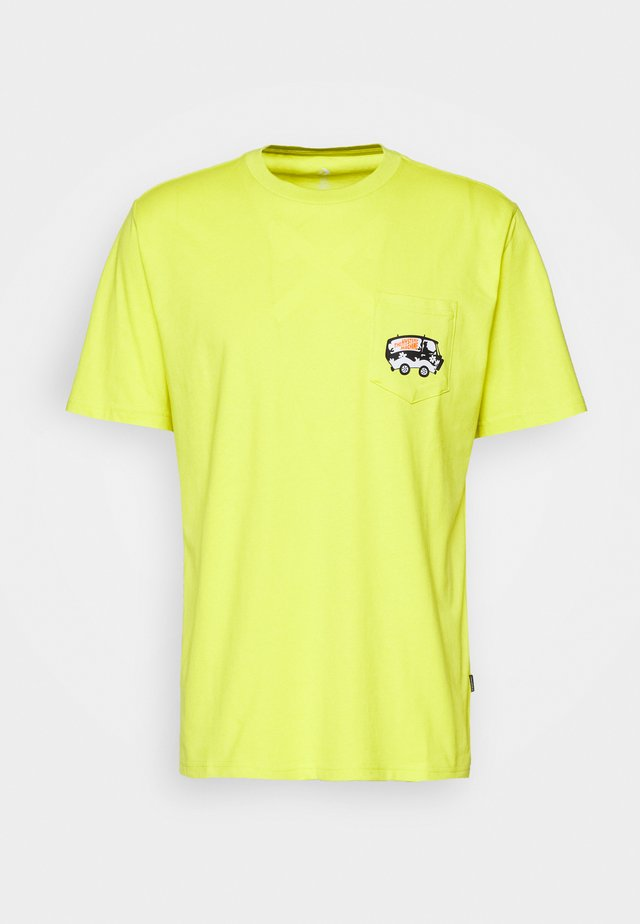SCOOBY X CONVERSE FASHION POCKET TEE - T-shirts med print - neon green