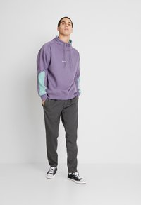 Converse - FUNNEL NECK WORDMARK  - Sweatshirt - moody purple