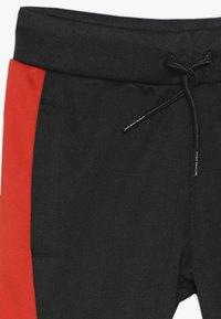 Converse - ASYMMETRICAL COLOURBLOCK PANT - Pantalon de survêtement - black - 4
