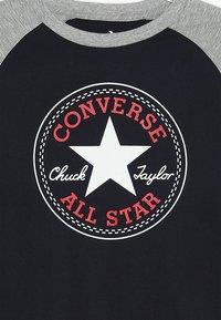 Converse - CHUCK PATCH RAGLAN  - Topper langermet - obsidian - 3