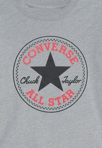 Converse - CORE CHUCK PATCH TEE  - Printtipaita - dark grey heather - 3