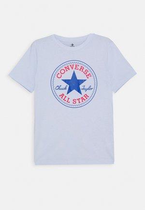 CORE CHUCK PATCH TEE  - Print T-shirt - porpoise
