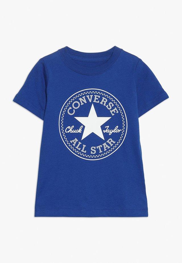 CORE CHUCK PATCH TEE  - T-shirt med print - blue