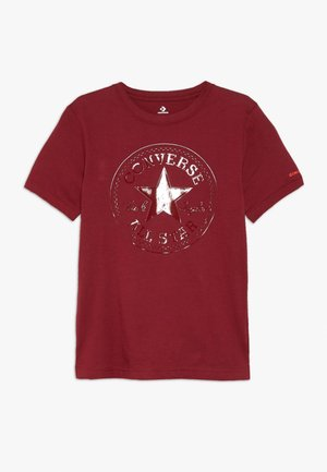CHUCK PATCH SHINY TEE - T-shirts med print - back alley brick
