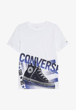 HALFTONE CHUCK TEE - Camiseta estampada - white