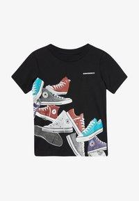 Converse - ASCENDING SNEAKERS TEE - Camiseta estampada - black - 2