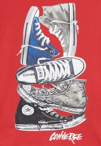 Converse - STACKED REMIX TEE - Camiseta estampada - university red - 3