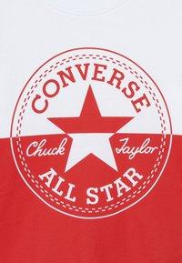 Converse - SPLICED CHUCK PATCH TEE - Triko spotiskem - white - 3