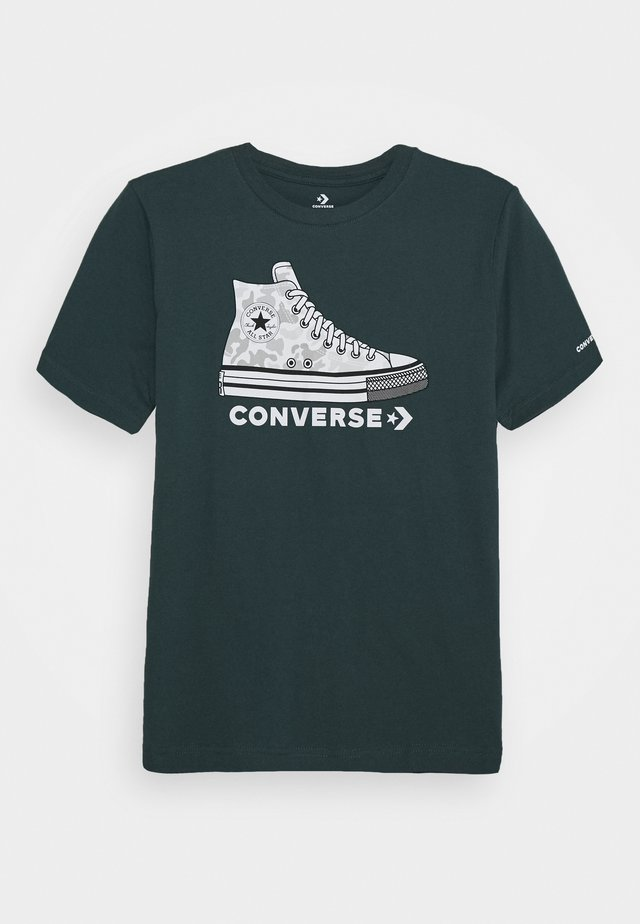 PRINTED SNEAKER TEE - Print T-shirt - faded spruce