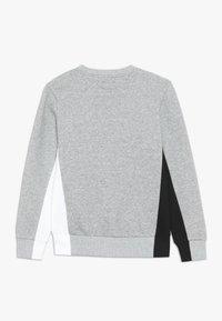 Converse - 3D EMBRIODERED COLOURBLOCK CREW - Sweatshirt - dark grey heather - 1