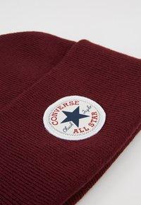 Converse - CHUCK PATCH TALL BEANIE - Czapka - dark burgundy - 5