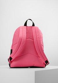 Converse - DAY PACK - Batoh - mod pink - 3