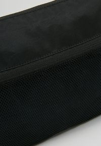 Converse - MUSETTE - Taška spříčným popruhem - black - 7