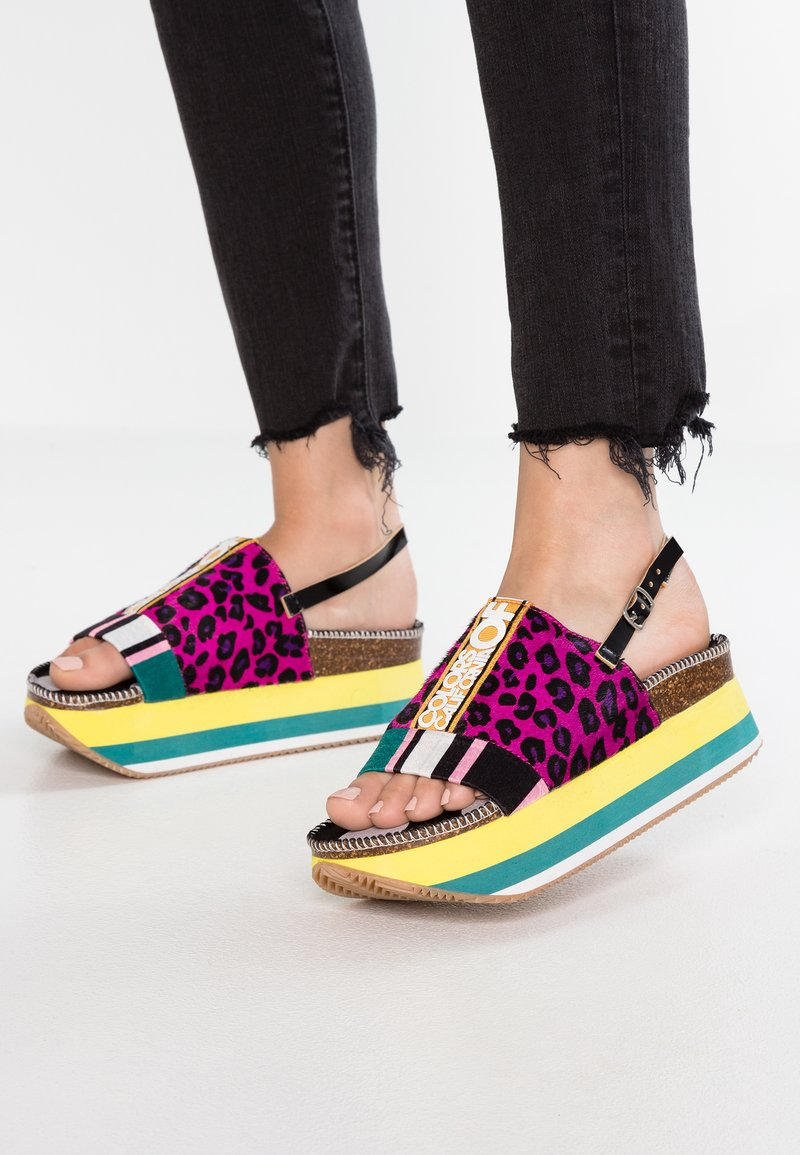 Colors of California - Korkeakorkoiset sandaalit - fuxia