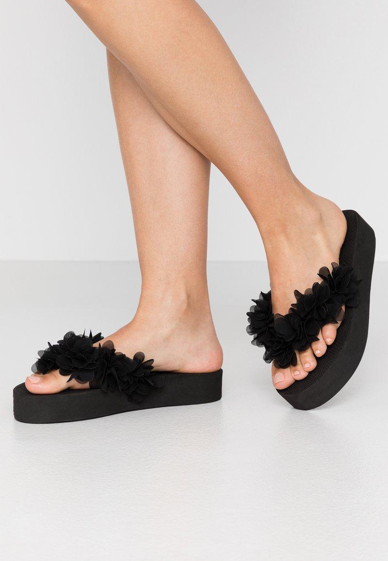 Colors of California - Sandály s odděleným palcem - black